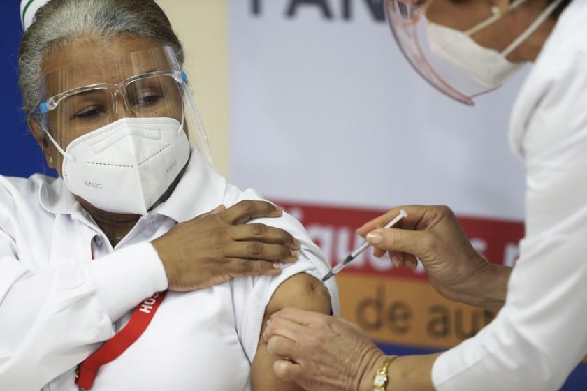 respirador n95 ¿Se debe seguir usando el tapabocas después de vacunarse contra el COVID-19? noticia 2